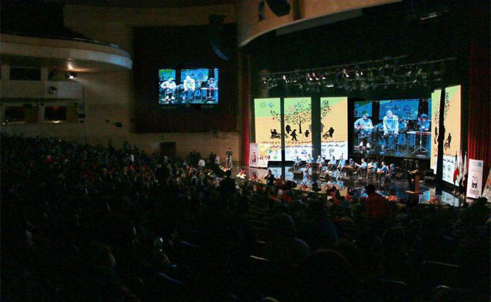 اجرای گروه موسیقی در برج میلاد